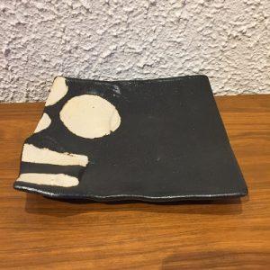 黒釉丸紋ストライプ角皿2 かかや春日部 陶器 料理教室 山本一仁