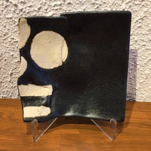 黒釉丸紋ストライプ角皿1 かかや春日部 陶器 料理教室 山本一仁