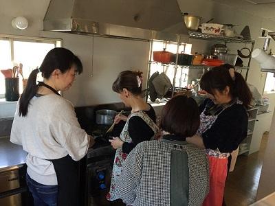 きゃべつの重ね煮調理中 健康ごはん塾 2019/2/19 かかや 春日部 クッキングサロン